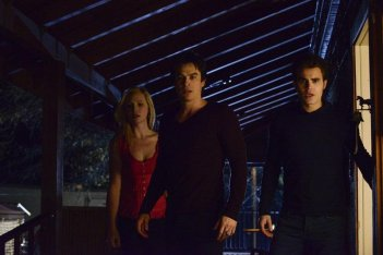 The Vampire Diaries: Paul Wesley, Candice Accola e Ian Somerhalder nell'episodio What Lies Beneath, quinta stagione