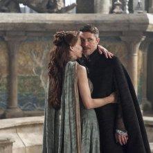 Il trono di spade: Aidan Gillen e Kate Dickie nell'episodio First of His Name, quarta stagione