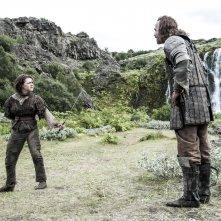 Il trono di spade: Maisie Williams e Rory McCann nell'episodio First of His Name, quarta stagione