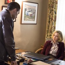 Bates Motel: Vera Farmiga e Nestor Carbonell nell'episodio The Immutable Truth, seconda stagione