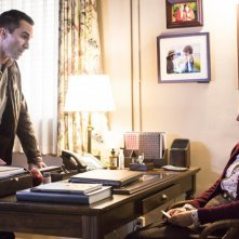 Bates Motel: Vera Farmiga insieme a Nestor Carbonell nell'episodio The Immutable Truth, seconda stagione