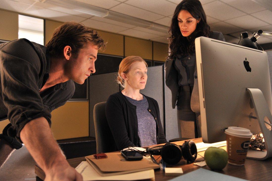 Captives Rosario Dawson In Una Scena Con Scott Speedman E Mireille Enos 372840