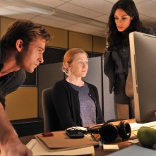 Captives: Rosario Dawson in una scena con Scott Speedman e Mireille Enos
