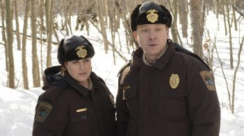 Fargo: Allison Tolman e Shawn Doyle in una scena della mini serie
