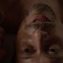 La chambre bleue: un primo piano di Mathieu Amalric tratto dal film