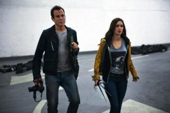 Tartarughe Ninja: Megan Fox insieme a Will Arnett, che interpreta il suo cameraman