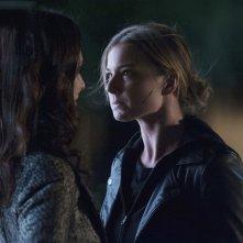 Revenge: Emily VanCamp con Madeleine Stowe nell'episodio Execution della terza stagione