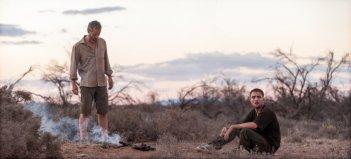 The Rover: Guy Pearce e Robert Pattinson in una scena