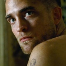 The Rover: Robert Pattinson in un intenso primo piano tratto dal film