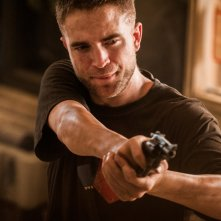 The Rover: Robert Pattinson in una scena