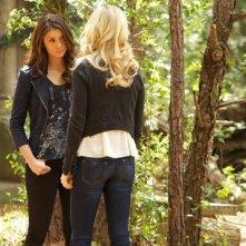 The Vampire Diaries: Nina Dobrev e Candice Accola nell'episodio Home, finale della quinta stagione
