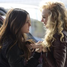 The Vampire Diaries: Nina Dobrev e Penelope Mitchell in una scena dell'episodio Promised Land