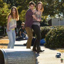 Under the Dome: Colin Ford e Mackenzie Lintz in una scena di Heads Will Roll