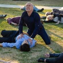 Under the Dome: Dean Norris e Alexander Koch in una scena di Heads Will Roll