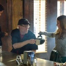 Under the Dome: Stephen King, Nicholas Strong, Britt Robertson, Alexander Koch in una scena di Heads Will Roll