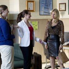 Bad Teacher: Ari Graynor, Caitlin Kimball e Kristen Davis in un momento del primo episodio