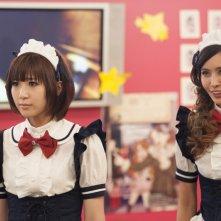 Musashino-sen No Shimai: Natsuki Kato e Sayaka Nakaya vestite da cameriere