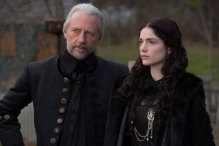 Salem: Xander Berkeley con Janet Montgomery nell'episodio The Stone Child