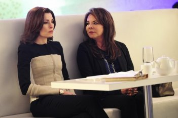 The Good Wife: Julianna Margulies insieme a Stockard Channing in The Deep Web