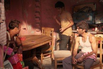 Titli: Shashank Arora in una scena con Ranvir Shorey e Amit Sial
