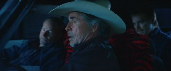 Cold in July: Michael C. Hall con Don Johnson e Sam Shepard in una scena del film