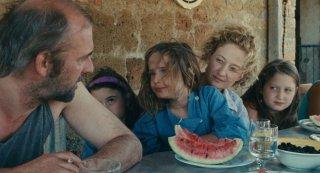 Le meraviglie: Alba Rohrwacher con André Hennicke in un'immagine del film