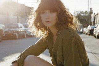 Un'immagine promozionale dell'attrice Ellie Kemper