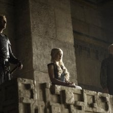 Il trono di spade: Emilia Clarke, Iain Glen, Ian McElhinney nell'episodio The Laws of Gods and Men