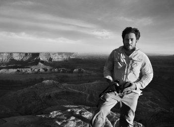 Il Sale della Terra: il co-regista del film Juliano Ribeiro Salgado in una foto promozionale