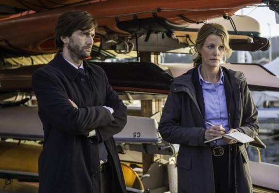 Gracepoint: David Tennant e Anna Gunn in una scena