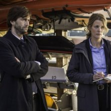 Gracepoint: David Tennant e Anna Gunn in una scena