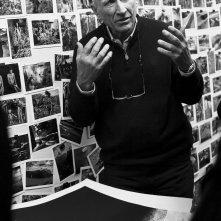 Il Sale della Terra: il fotografo Sebastião Salgado in un'immagine del documentario a lui dedicato
