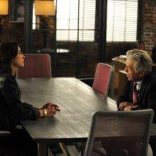 The Good Wife: Julianna Margulies e Tom Skerritt nell'episodio The One Percent