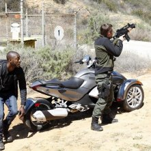 Agents of S.H.I.E.L.D.: B.J. Britt in una scena d'azione dell'episodio Beginning of the End