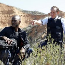 Agents of S.H.I.E.L.D.: B.J. Britt e Clark Gregg in una scena dell'episodio Beginning of the End