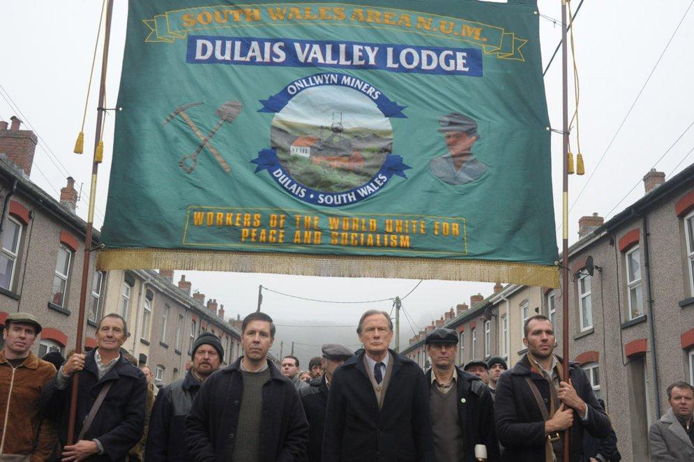 Pride: Bill Nighy e Paddy Considine in una scena del film