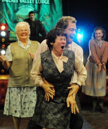 Pride: Imelda Staunton in una scanzonata scena del film