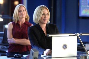 Patricia Arquette in una scena di CSI: Cyber