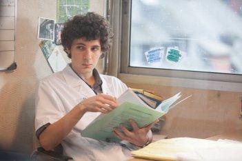 Hippocrate: Vincent Lacoste in una scena del film