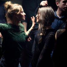Breathe: Lou de Laâge con Joséphine Japy in una scena