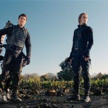 Edge of Tomorrow - Senza domani: Tom Cruise ed Emily Blunt in una scena del film fantascientifico