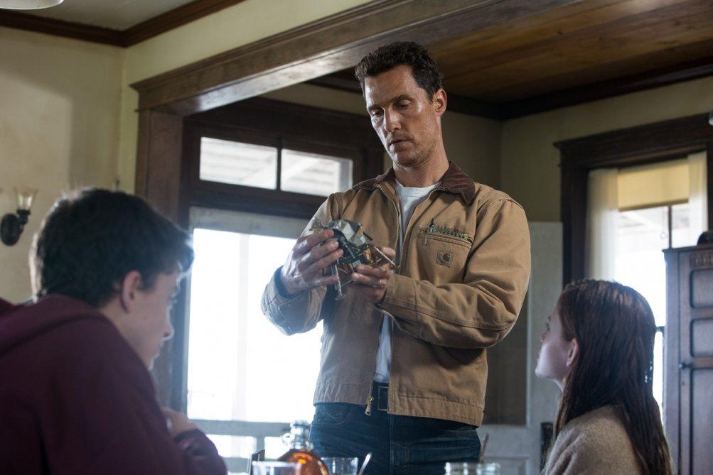 Interstellar: il protagonista Matthew McConaughey in una scena del film