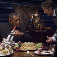 Hannibal: Laurence Fishburne e Mads Mikklesen nell'episodio Tome-wan