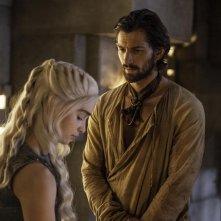 Il trono di spade: Michiel Huisman, Emilia Clarke nell'episodio Mockingbird