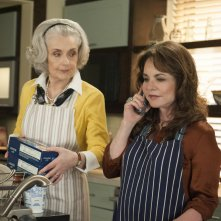 The Good Wife: Mary Beth Peil e Stockard Channing nell'episodio A Weird Year