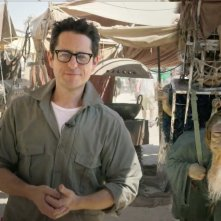 Star Wars: Episode VII - La prima immagine di J.J. Abrams sul set di Abu Dhabi