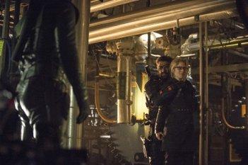 Arrow: Emily Bett Rickards e Manu Bennett nell'episodio Unthinkable