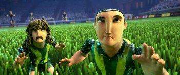 Goool!: Capi e Loco in mezzo al campo in una scena del film