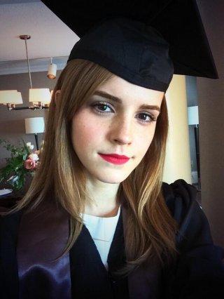 Emma Watson, la foto su Twitter per la sua laurea