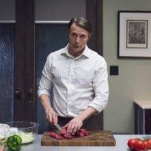 Hannibal: Mads Mikkelsen durante un momento dell'episodio Mizuomono